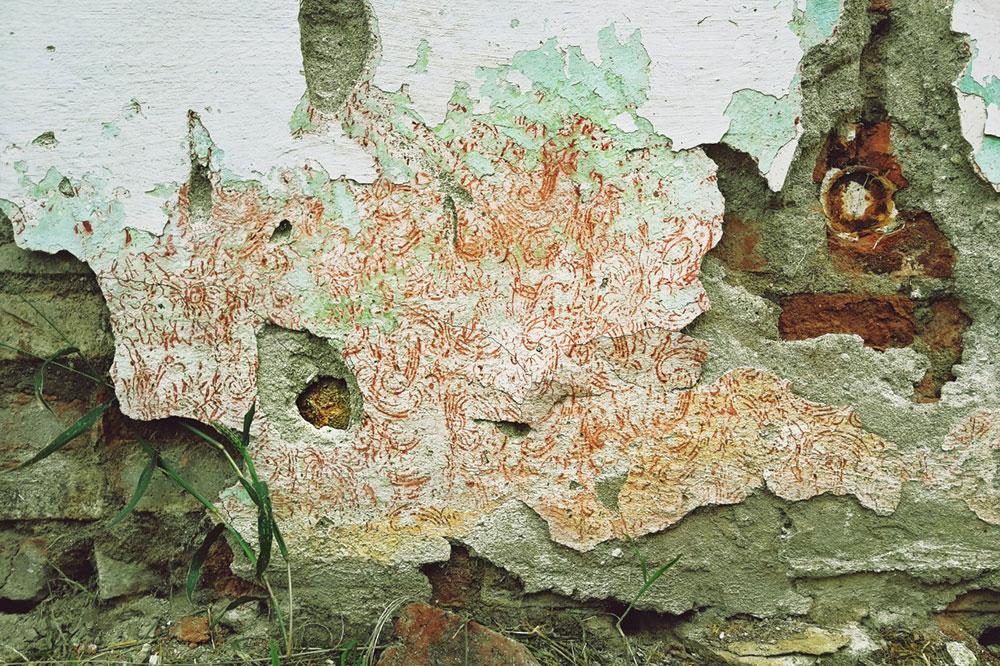 oštećen zid na kući