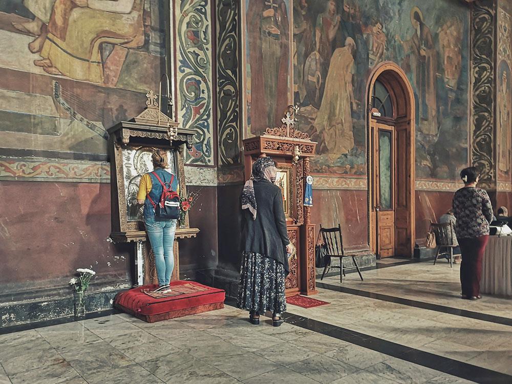Unutrašnjost crkve u kojoj su tri žene, Vidin, Bugarska