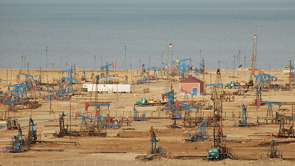 Stare sovjetske pumpe za naftu na obali Kaspijskog jezera, foto: Konstantin Novaković