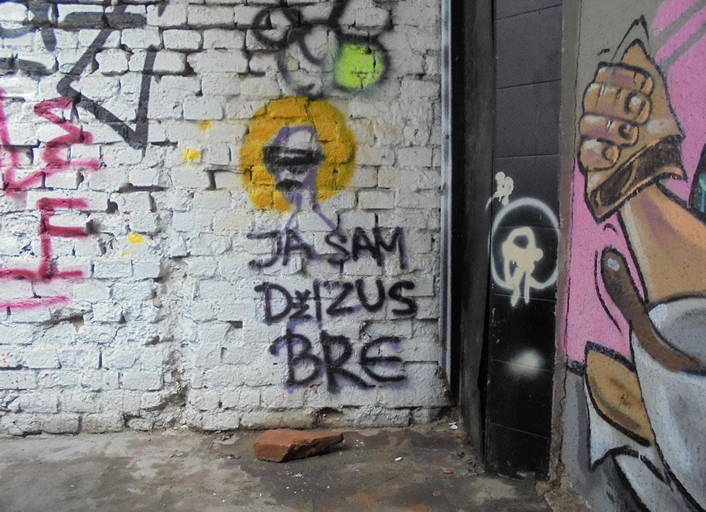 Natpis na zidu: Ja sam Džizus bre