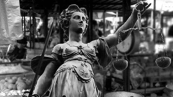 Ilustracija: Statua Pravde na pijaci