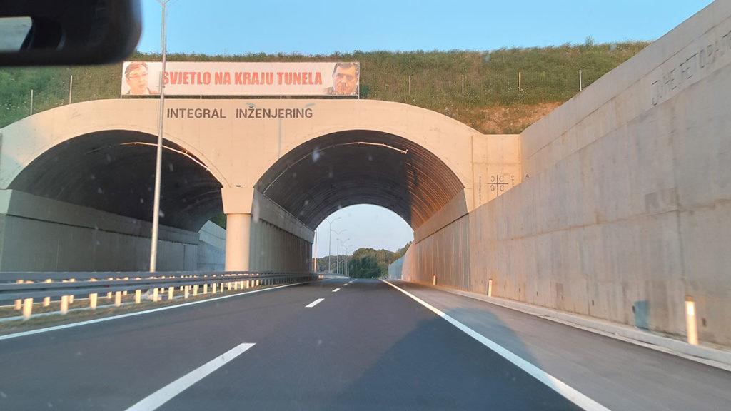 Auto-put kod Banjaluke: Svetlo na kraju tunela sa Vučićevom i Dodikovom slikom