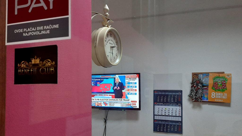 TV na kojem je CNN kanal i rezultati američkih izbora