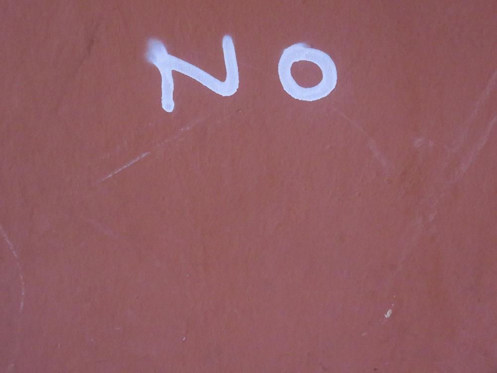natpis: No