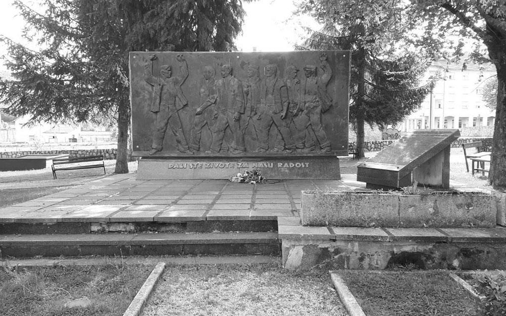Spomenik u Perušiću, foto: Novosti