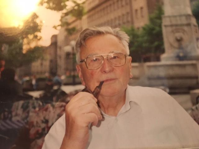 """Fotografija iz knjige """"Desimir Tošić: između ekstrema"""""""