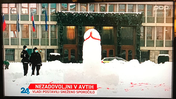 Sneško ispred parlamenta u Ljubljani