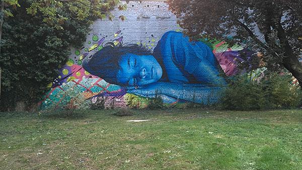 Mural: dete spava