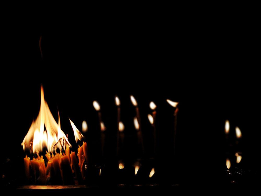 upaljene crkvene sveće