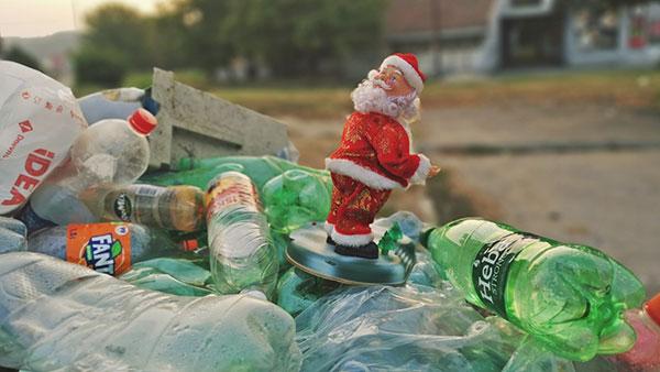 Deda Mraz na smetlištu