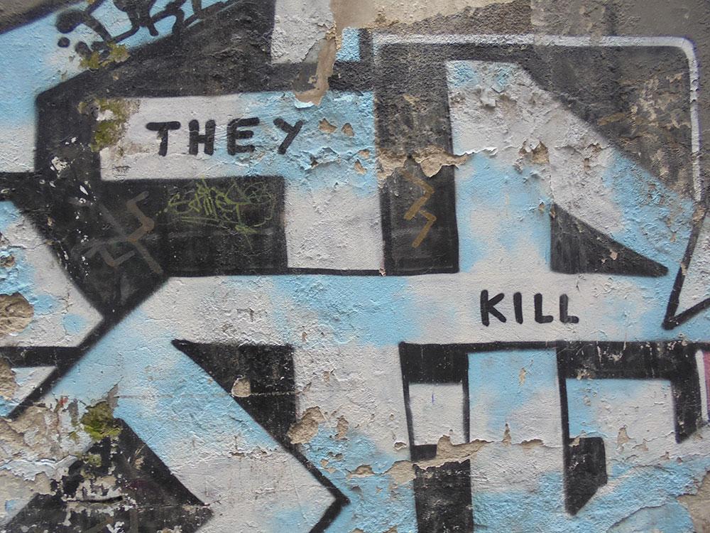 Grafit na kome piše: They kill