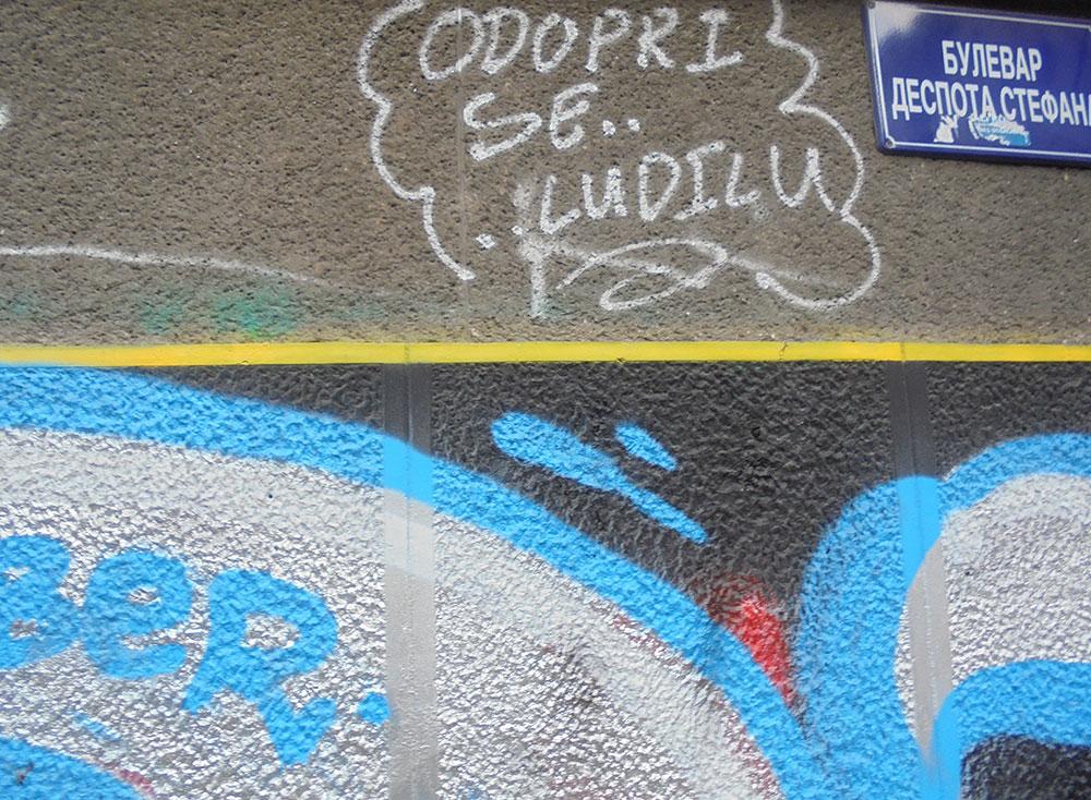 Natpis na zidu: Odupri se ludilu