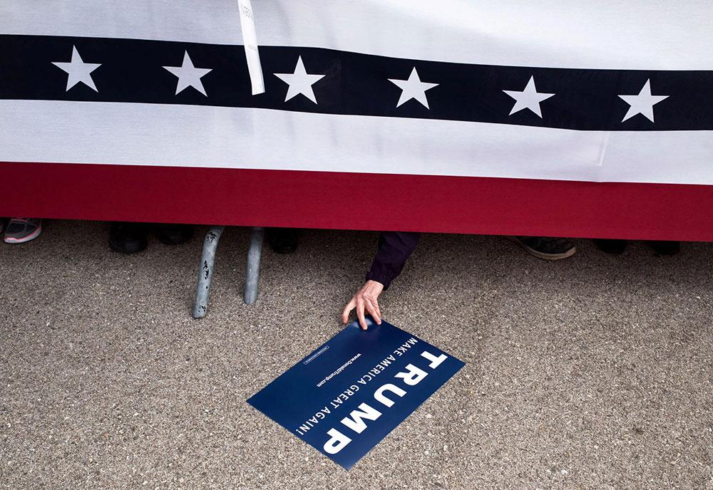 Plakat na podu - Trump - make America great again!