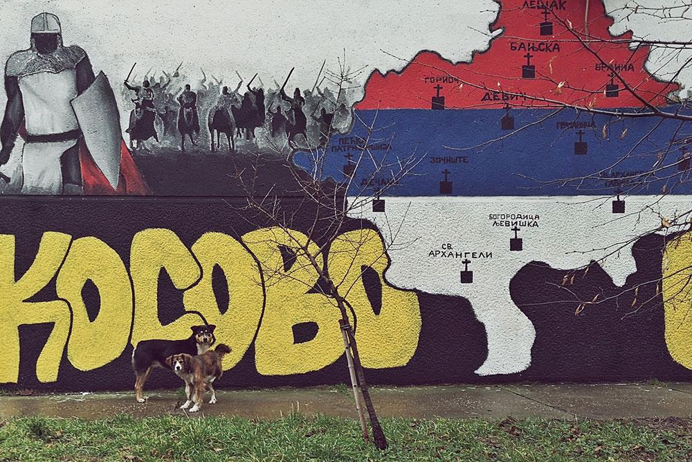 crtež na zidu zgrade sa mapom Kosova