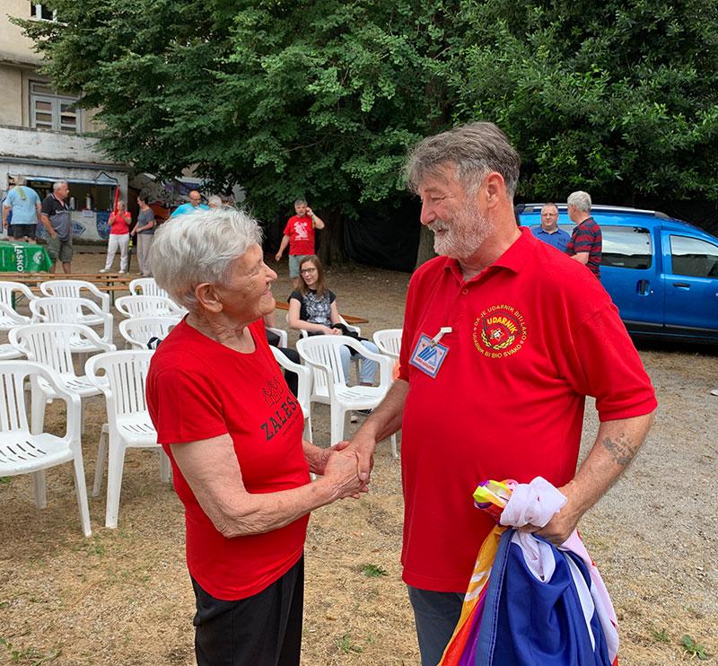 Susret Anice Tomšič, akcijašice na ORA Šamac-Sarajevo 1947, i Nenada Bjeloša, akcijaša na ORA Šamac-Sarajevo 1978, Izola, juli 2019, foto: Tanja Petrović