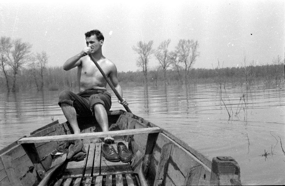 Arsa Jovanović u dedinom čamcu, Veliko ratno ostrvo