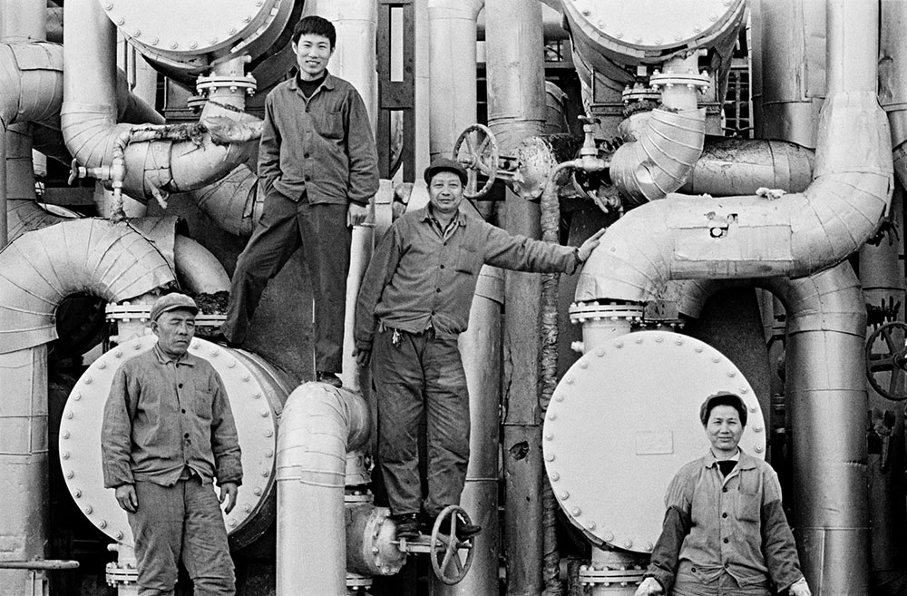 Radnici u rafineriji, Peking 1980, foto: Liu Heung Shing