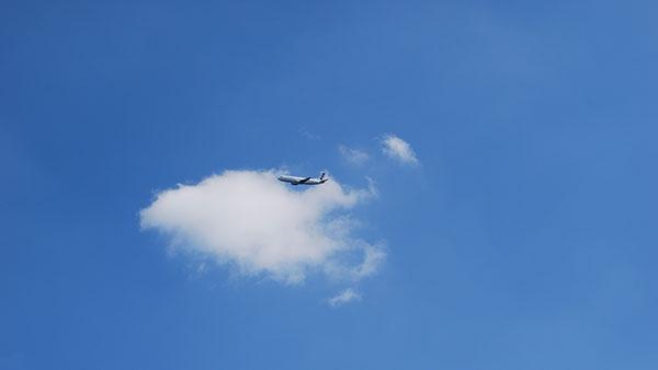avion na nebu