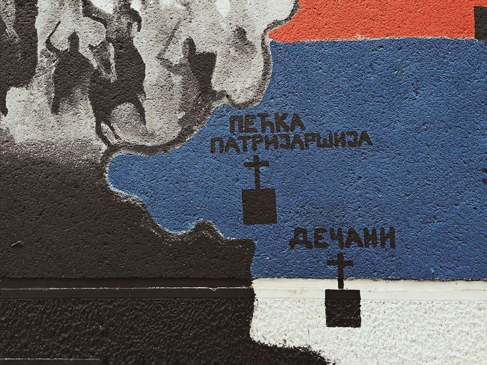 Mural na kojem su ucrtani Pećka patrijaršija i Dečani