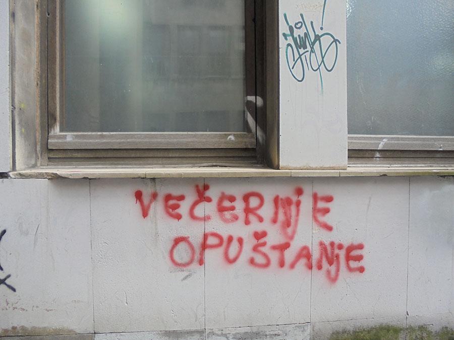 Natpis na zidu: Večernje opuštanje