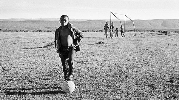 Dečaci iz Gane igraju fudbal