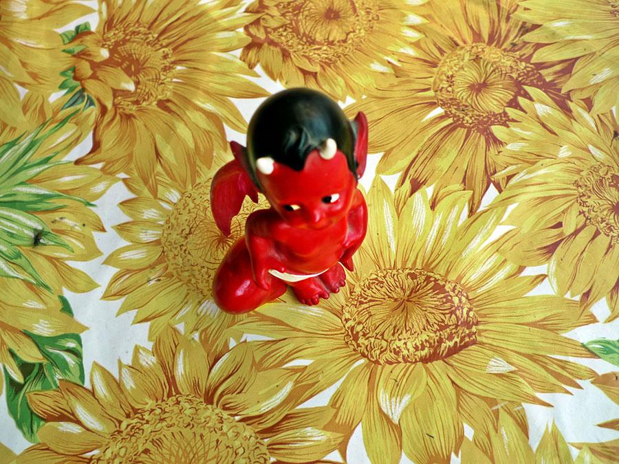 crvena figura đavolčića