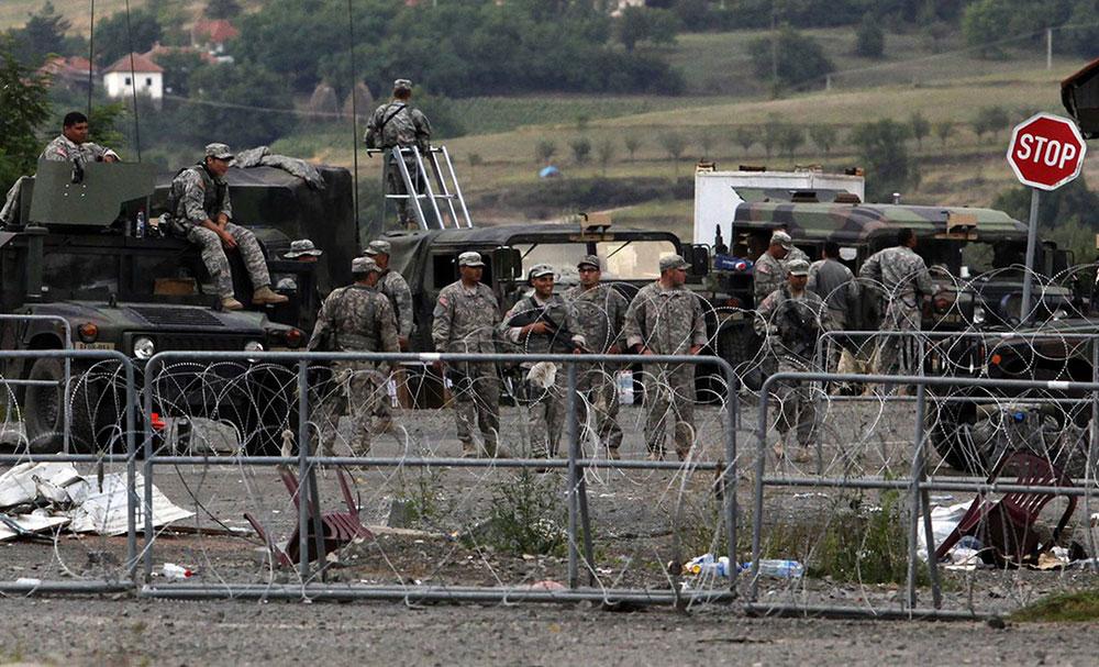 KFOR uklanja barikade na Kosovu