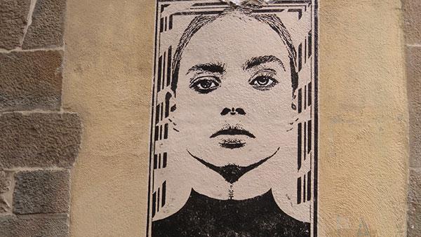 Mural sa likom žene