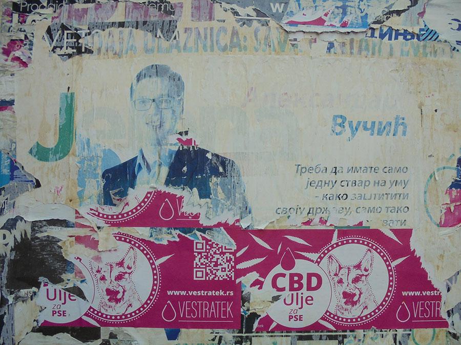 Izbledeli plakat sa Vučićevim likom