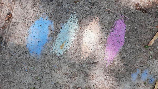 boje kredom nacrtane na ulici