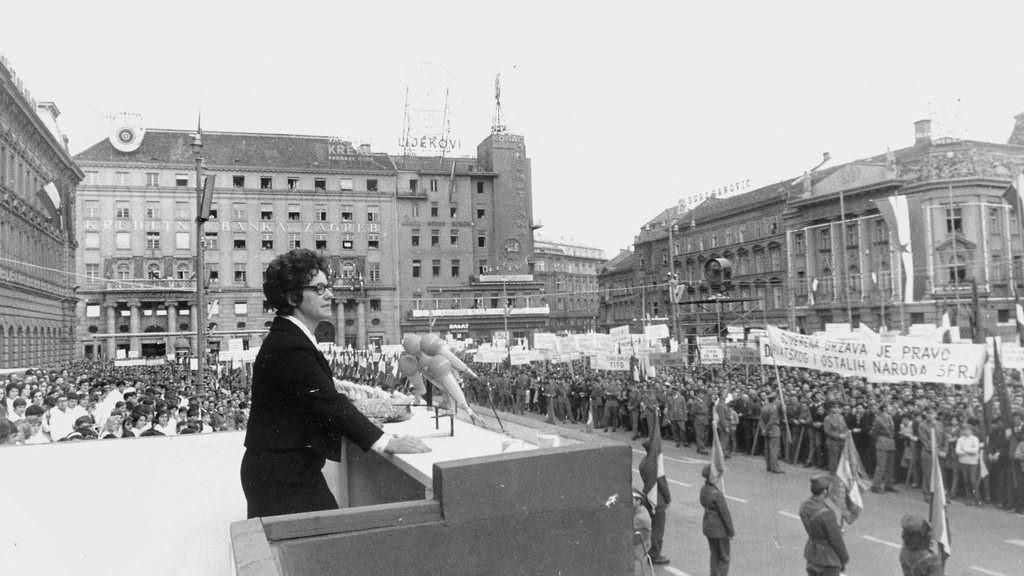 Savka Dabčević Kučar 7.5.1971. na Trgu Republike u Zagrebu, foto: Wikipedia