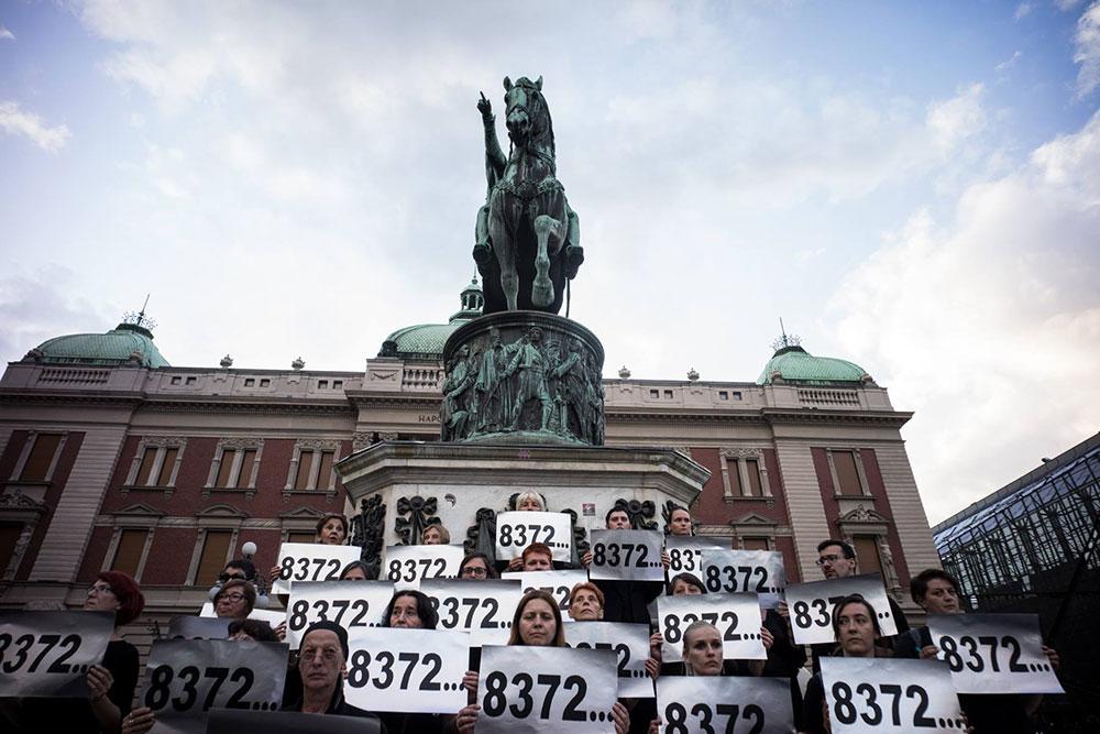 Žene u crnom na Trgu republike u Beogradu, foto: Srđan Veljović
