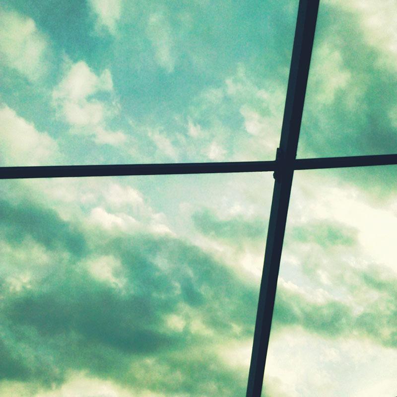 nebo kroz rešetku