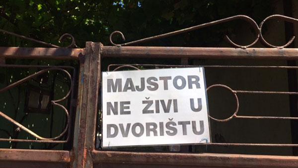 Tabla: Majstor ne živi u dvorištu