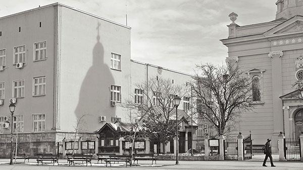 Senka crkve