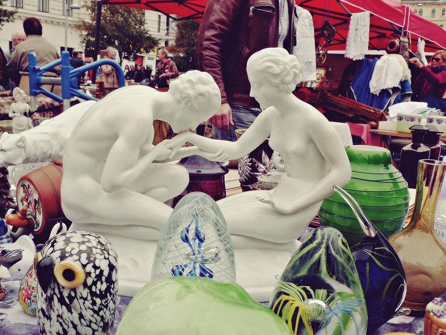 porcelanske figurice, muška ljubi ženskoj ruku